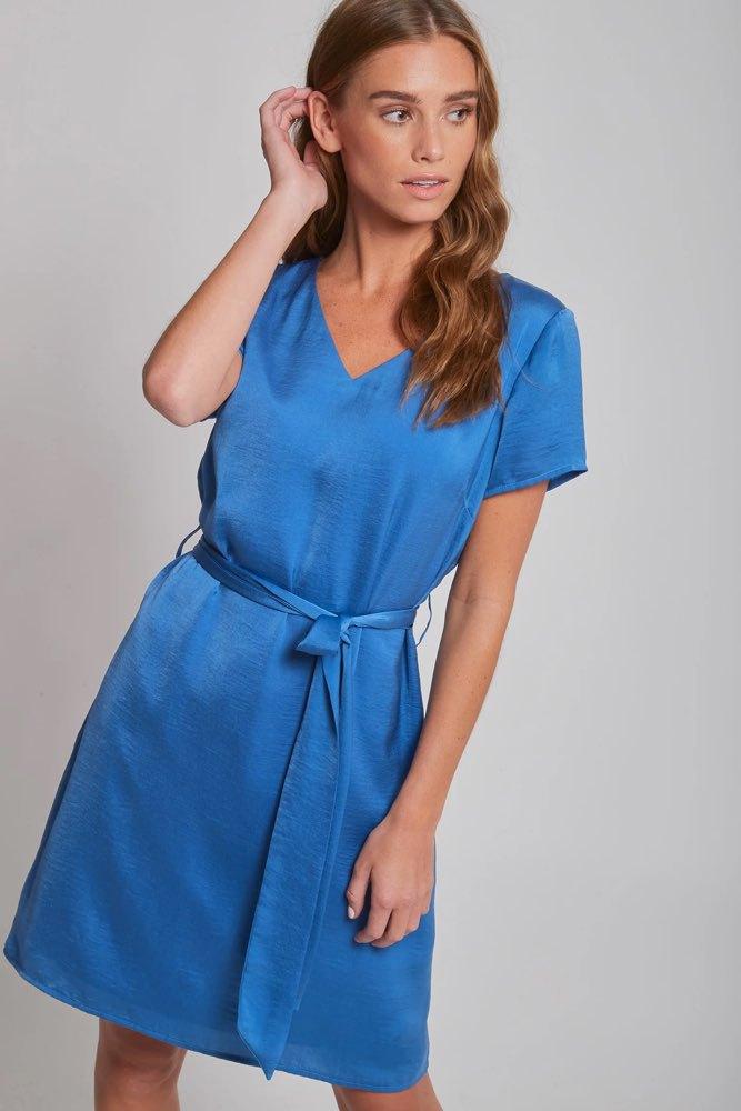 367d87f05bc3 Dry Lake Mindy Dress Royal Blue - Klänningar - Tintinstyle